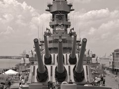 USA - VA - Norfolk - BB64-USS Wisconsin. The classic view in bw. by <b>®mene</b> ( a Panoramio image )