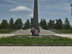 Memorial to WW2 victims in Vialiki Trascianiec by <b>Andrej Kuzniecyk</b> ( a Panoramio image )