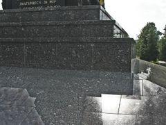 Memorial to WW2 victims in Vialiki Trascianiec by <b>Andrej Kuzniecyk</b> ( a Panoramio image )
