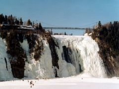Chute Montmorency en hivers, Qu?bec (Canada) by <b>Daniel.Bisson</b> ( a Panoramio image )