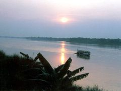 Evening on the Mekong at Nong Khai by <b>Tan Hiep</b> ( a Panoramio image )