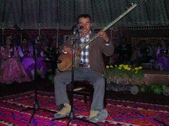 Agmeth canta canciones de amor a la orilla de Karkul Lake. by <b>Seara</b> ( a Panoramio image )