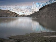 Icecap from lakebed by <b>Stuart Knight</b> ( a Panoramio image )