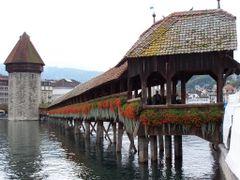 Lucerna/Luzern - Puente de la Capilla (Kapellbrke) y Torre del A by <b>javier herranz</b> ( a Panoramio image )