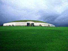 Newgrange by <b>J. Edmonds</b> ( a Panoramio image )