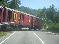 Podi menike express\Nawalapitiya by <b>Saman Jayawardene</b> ( a Panoramio image )
