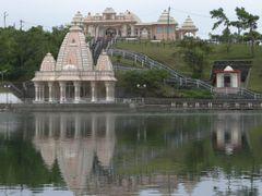 Grand Bassin - Hindu tempel by <b>Jan Madaras - outland</b> ( a Panoramio image )