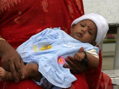 Grand Bassin - Hindu baby by <b>Jan Madaras - outland</b> ( a Panoramio image )