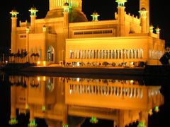 Omar Aly Saifuddin Mosque (at night) by <b>Mohamed Abbas Zaki</b> ( a Panoramio image )
