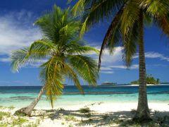 Isla Perro, San Blas by <b>Frank Pustlauck</b> ( a Panoramio image )