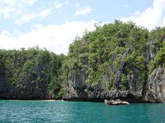 Saint Paul Bay, Palawan, Philippines by <b>Teofilo Corrales Jr</b> ( a Panoramio image )