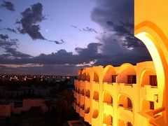 Tunesian sunset from the Hotel Balcon by <b>RealQuentin</b> ( a Panoramio image )