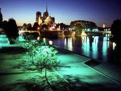 Notre-Dame et Tour Saint Jacques by <b>Philippe Stoop</b> ( a Panoramio image )