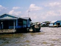 Floating Village near Siem Reap by <b>Chouden Boy</b> ( a Panoramio image )