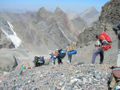 Day 5 Trekking : Descent to Zindon Valley by <b>Anne-Helene</b> ( a Panoramio image )