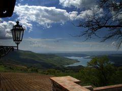LAGO DI CORBARA DA TITIGNANO by <b>andrea busso</b> ( a Panoramio image )