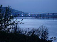 Big Dam pedestrian bridge by <b>Bonkers</b> ( a Panoramio image )