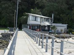 Shelly Beach Pier and Cafe by <b>kiwifish</b> ( a Panoramio image )