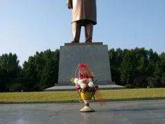 "Ch""ongjin: Kim Il-sung statue by <b>Eckart Dege</b> ( a Panoramio image )"