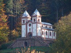 Mespelbrunn, Gruftkapelle by <b>nasenbaerdietzenbach</b> ( a Panoramio image )