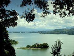 Lago Artificial Suchitlan by <b>Shamvilla</b> ( a Panoramio image )