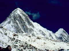 Pumori & Lingtren peaks 04-1988 by <b>Aditya Paranjape</b> ( a Panoramio image )