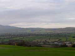 Slievenamon from Carrick Golf Course by <b>nialldenny2006</b> ( a Panoramio image )