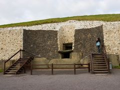 Newgrange entrance area by <b>PMM</b> ( a Panoramio image )