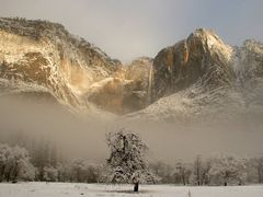 Yosemite Falls in Winter by <b>JeffSullivanPhotography</b> ( a Panoramio image )
