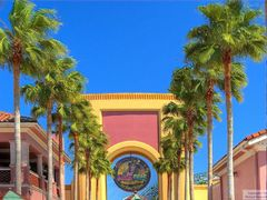 Universal Studios Entrance Promenade by <b>Michael Braxenthaler</b> ( a Panoramio image )