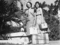Tia y Guillermina Hernandez Jardines del Capitolio 1957 by <b>MWalston</b> ( a Panoramio image )