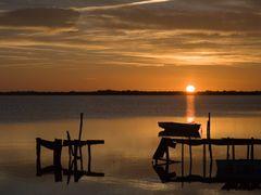 """Lever de soleil sur l""""etang by <b>Gerard Roland</b> ( a Panoramio image )"""