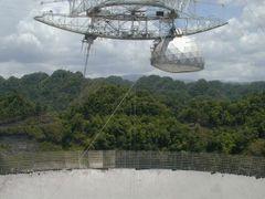 Arecibo radio telescope receiver by <b>David Herberg</b> ( a Panoramio image )