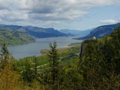 Crown Point and The Columbia River Gorge from Chanticler Point,  by <b>© Michael Hatten http://www.sacred-earth-studios.com</b> ( a Panoramio image )