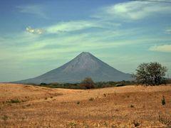 volcan en nicaragua by <b>Jorge lenis</b> ( a Panoramio image )