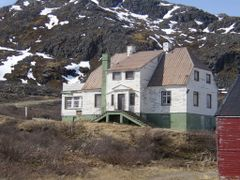 "The CEO""s derelicted house in Ivigtut by <b>Kisser H-Hansen</b> ( a Panoramio image )"
