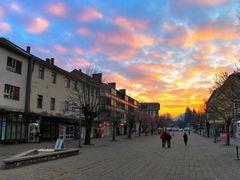 Berane-zalazak sunca na glavnoj ulici by <b>Ribo-R</b> ( a Panoramio image )