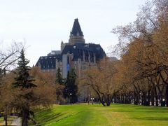 The Bessborough.........the castle on the prairies and Saskatoon by <b>Lilypon</b> ( a Panoramio image )