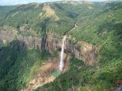 the fall from high to low by <b>gautam saikia</b> ( a Panoramio image )