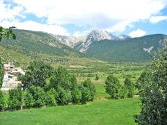 Pedraforca cara W des de Gosol by <b>joan miquel</b> ( a Panoramio image )