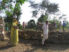 Zwischen Ranakpur und Udaipur by <b>jgsn</b> ( a Panoramio image )