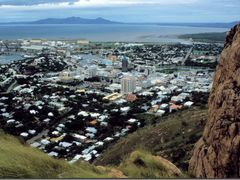 Townsville, view from Castle Hill, QLD, AUS by <b>roland.fr</b> ( a Panoramio image )