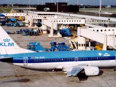 KL 733 (PH-BDE), Schiphol (AMS) - late 1990s, Netherlands. by <b>Andre Bonacin</b> ( a Panoramio image )