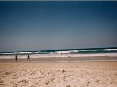 Main Beach Surf by <b>Benny Alminde</b> ( a Panoramio image )