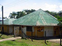 Casa de la Cultura y Concejo Municipal de Puerto Narino, Amazona by <b>Silvano Pabon Villamizar</b> ( a Panoramio image )