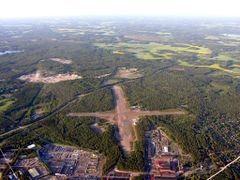 Hyvink airport by hotairballoon  by <b>harryjuselius</b> ( a Panoramio image )