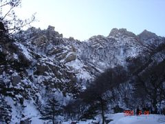 Morning of Okryudong valley in Mt.Geumgang by <b>Hyeong-Seok, Suh</b> ( a Panoramio image )