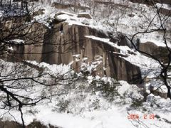 Catchphrase of North Korea in Mt.Geumgang by <b>Hyeong-Seok, Suh</b> ( a Panoramio image )