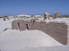 Telegraph Station Ruins - Eucla by <b>Ian R Garling</b> ( a Panoramio image )