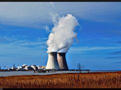 Nuclear Plant Doel by <b>© ARTHURdXYV</b> ( a Panoramio image )